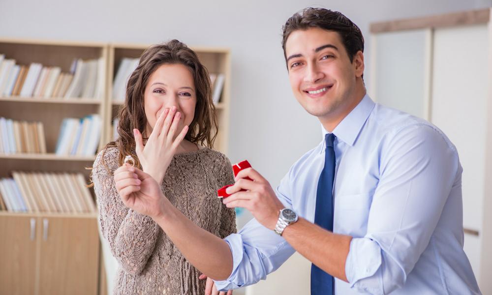 Empresa pode proibir namoro entre funcionários?