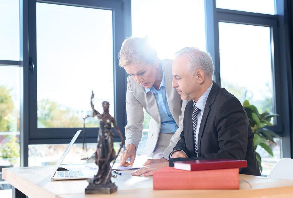 Qual a importância do advogado empresarial para pequenas e médias empresas?